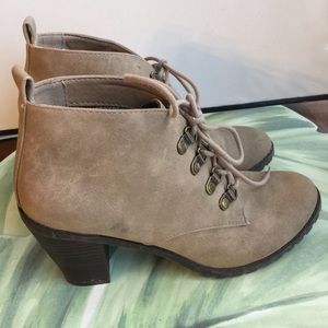 RESTRICTED TAN LEATHER SOCK LACE UP BOOTIES 7.5